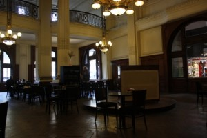 Retro cafe at Retiro Station