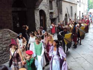 x300614Viterbo-Ludika-in-the-street-(2)
