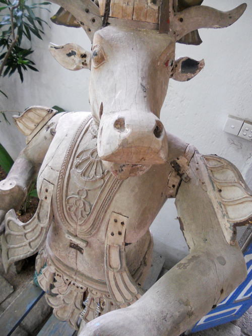 Hindu cow sculpture