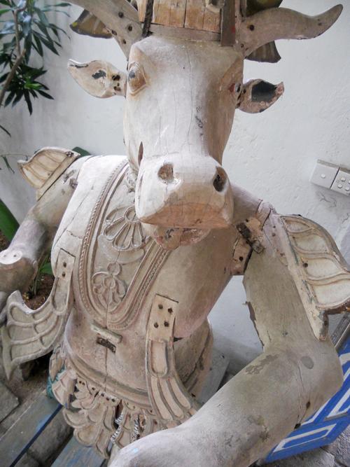 Hindu cow sculpture